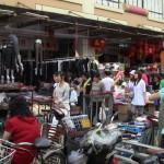 Marché du textile à ciel ouvert
