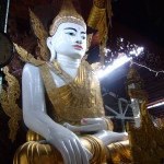 Un grand Bouddha en or