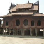 un joli temple en  teck