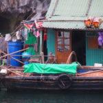 Village flottant sur la baie d'Halong