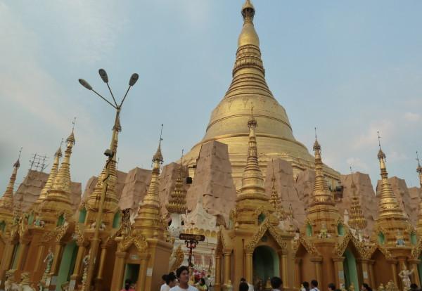 Première impression de Birmanie et premières visites.