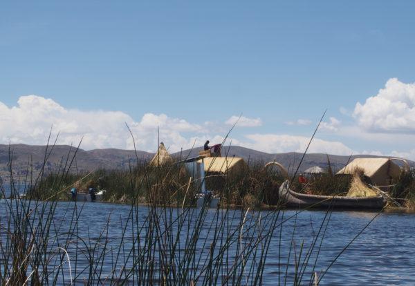Les eaux bleutés du lac Titicaca